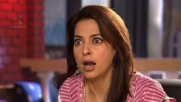 37387-juhi-chawla-looking-shocked.jpg