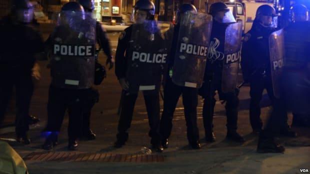 Baltimore_riot_police_VOA