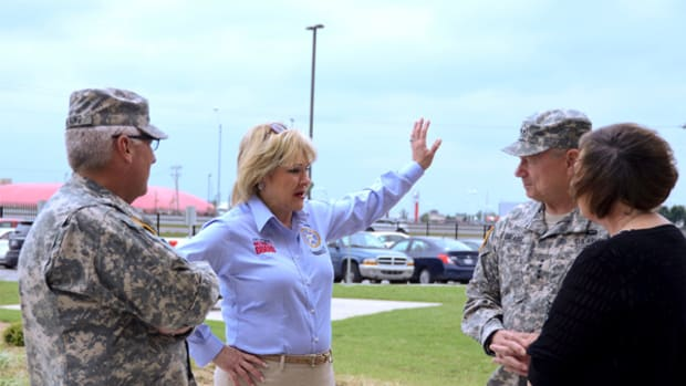 mary_fallin_troops