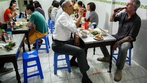 160523-obama-vietnam-beer-jsw_b2afb7e10f219a65b3a31902bf0565ba.nbcnews-ux-2880-1000.jpg