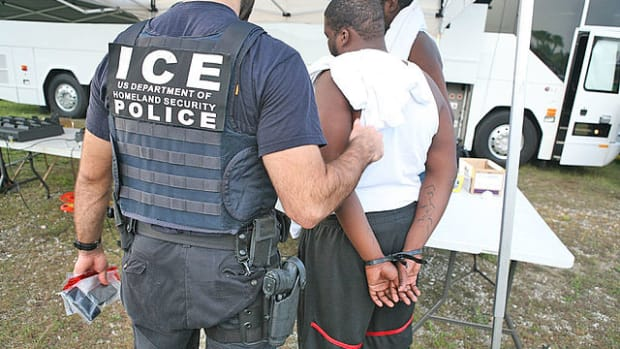 640px-ICE.Arrest_lg