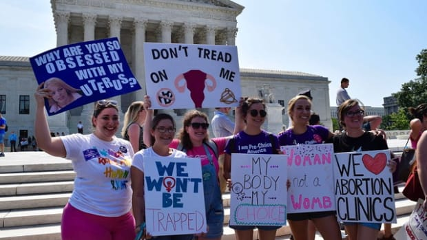 Pro-choice_demonstration_about_Whole_Woman's_Health_v._Hellerstedt_in_front_of_SCOTUS_33