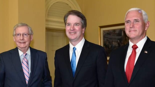 Trump_Supreme_Court_41594.jpg-26289_c0-166-4987-3073_s885x516