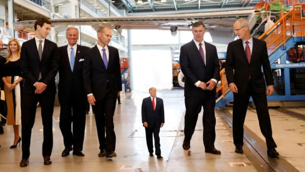 Tiny-Trump-Tours-Boeing