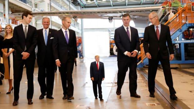 Tiny-Trump-Tours-Boeing