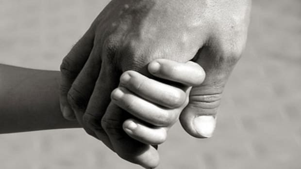 holding-child-hand