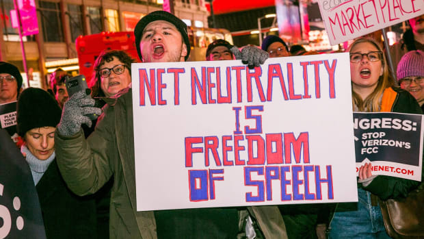 018-nyc-net-neutrality-protest-verizon-hq-dec-7-2017