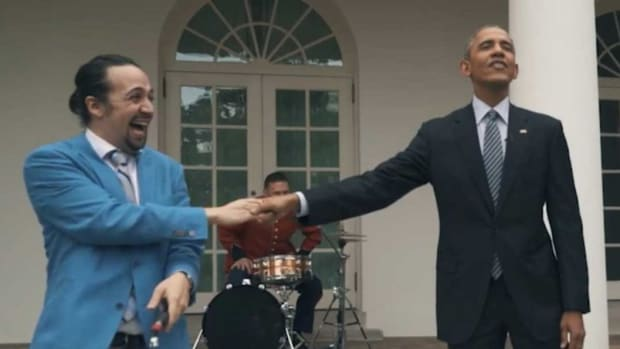 watch-hamilton-creator-and-star-lin-manuel-miranda-freestyle-rap-with-president-obamas-help