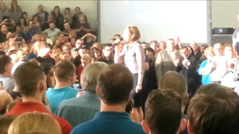 Watch Carly Fiorina Take Hilarious Pratfall at Ted Cruz Rally