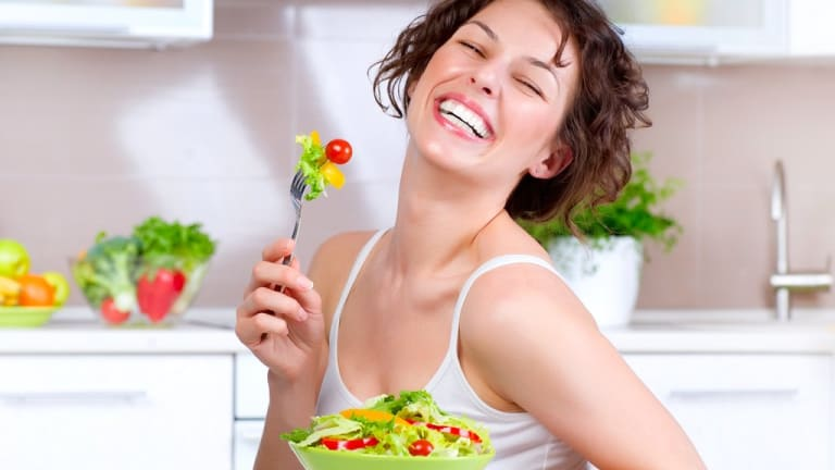 Conspiracy Theorist Discovers Patriarchal Masterplan Through Women Eating Salad Pictures