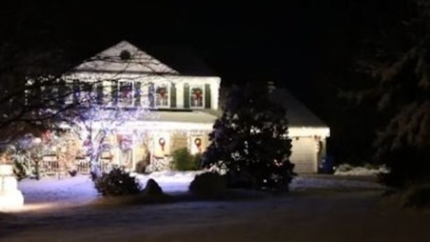 n-MAN-KILLED-HANGING-HOLIDAY-LIGHTS-lar