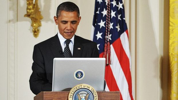 obama-tweeting-computer-hed-2012