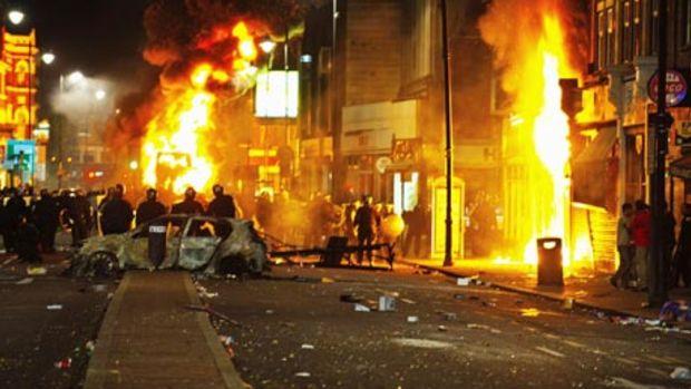 http://2.bp.blogspot.com/-O3Eup07w58E/TkBkrUCgnYI/AAAAAAAAIuY/zQrcIh0Jc7s/s1600/Tottenham-Riots-burning-c-007.jpg