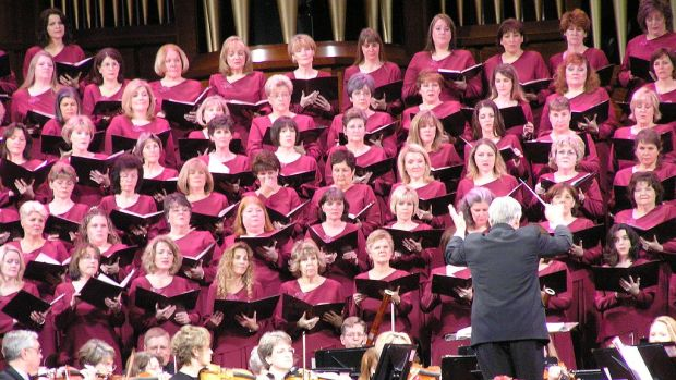 1024px-Mormon_Tabernacle_Choir.jpg