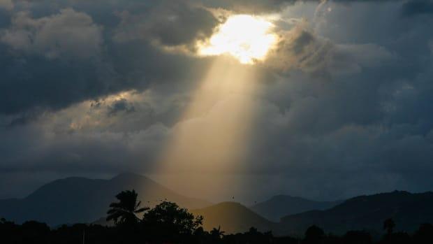 1280px-Ray_of_Light_on_Cap_Haitien,_Haiti_(7908717282)
