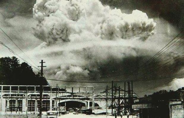 Nagasaki 20 min after atomic bomb 1945