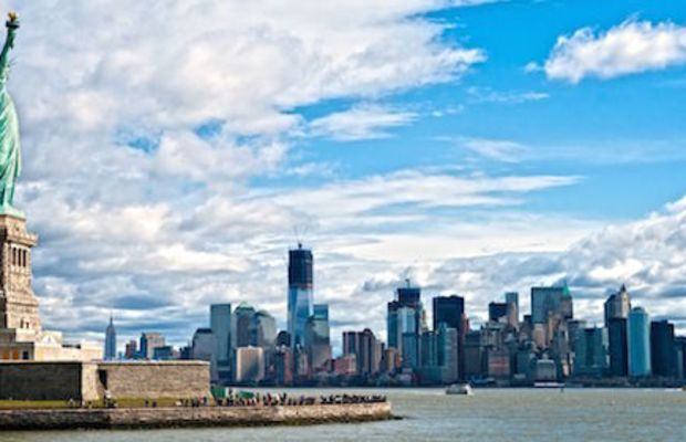 The-Statue-of-Liberty-and-Manhattan-Sky