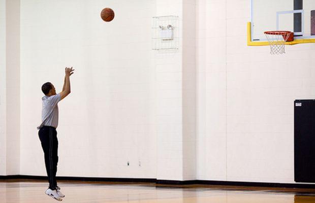 president obama plays basketball