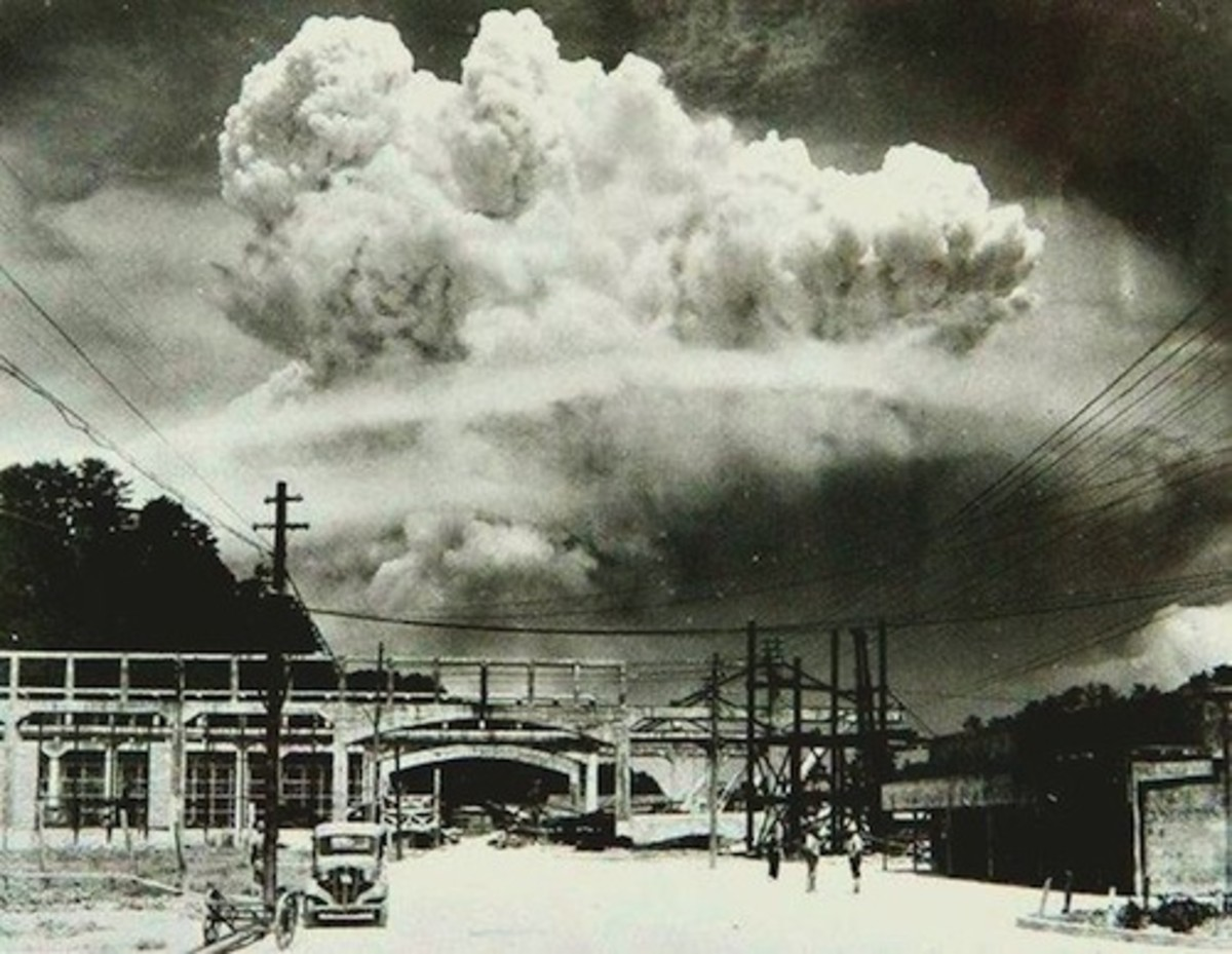 Nagasaki 20 min after atomic bomb 1945