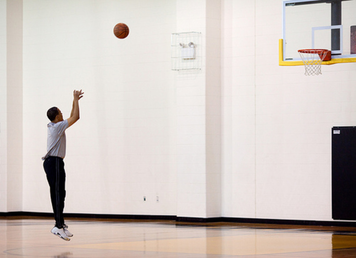 president obama plays basketball