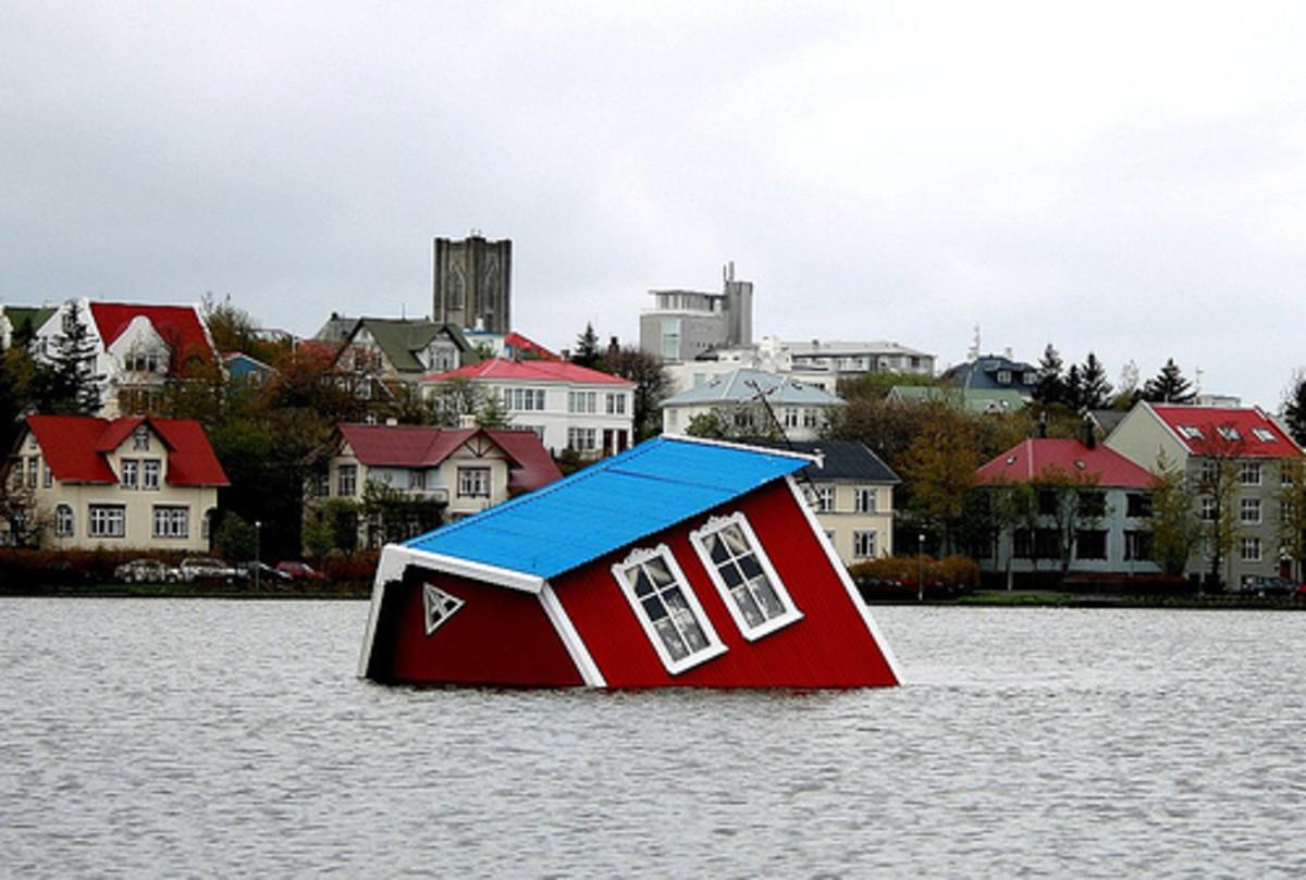 Rainy Reykjavik by runardo.