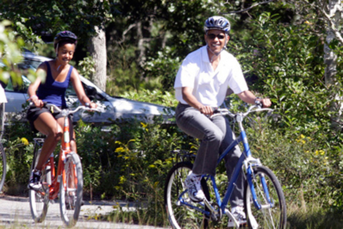 obama_bike_slacks