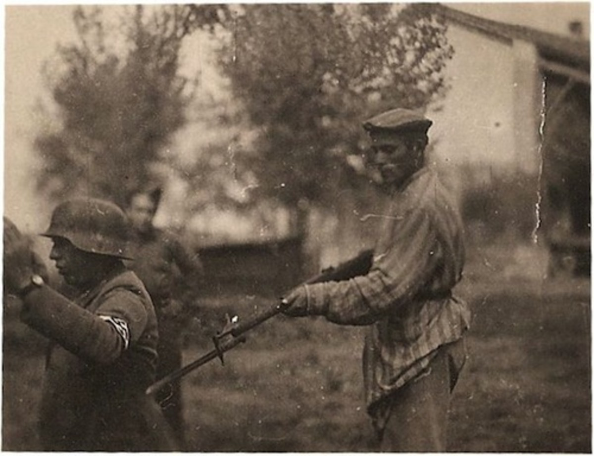 Jew holds Nazi